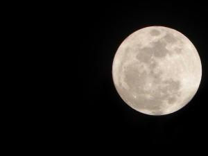moon-274879_1280
